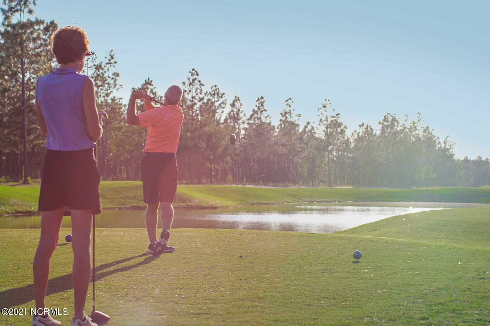 2 Golf Ladies