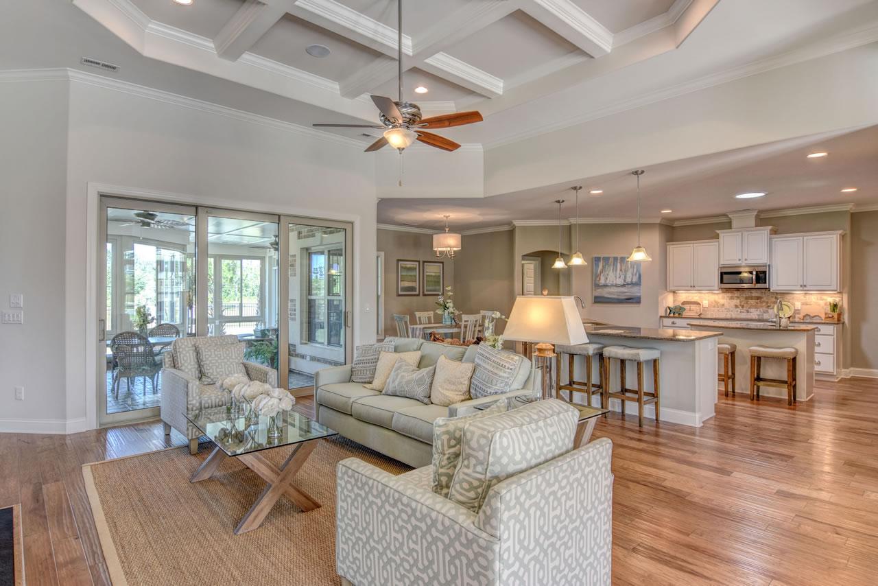 Logan Homes - Valencia II - Interior - Living Room